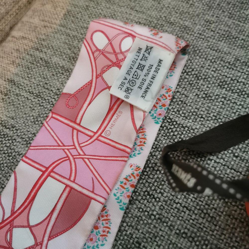 Äkta Hermes twilly 86 Bandue, med ask och kvitto. Frakt tillkommer . Accessoarer.