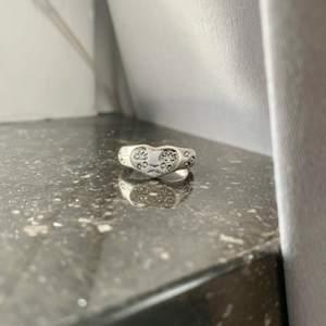 Så fin ring men tyvärr inte min stil 💞 aldrig använd så fint skick