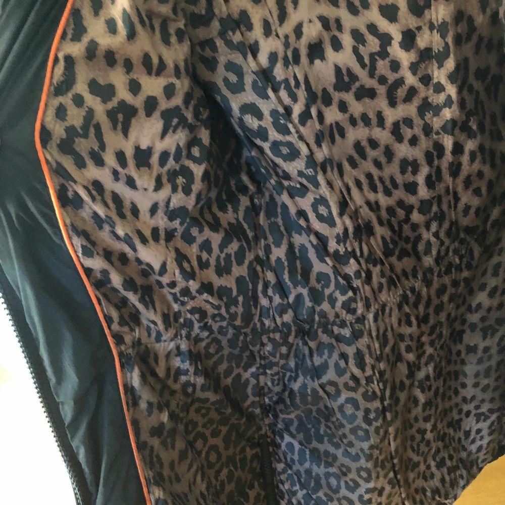 Här är några fler bilder på jackan, skriv vid intresse och om fler bilder önskas!🥰. Jackor.