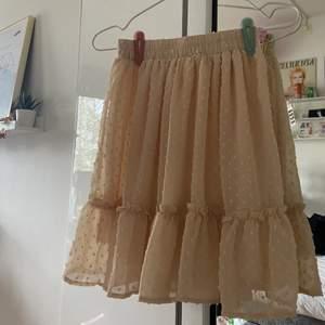 Säljer denna superfina kjol, köpt på plick för ett tag sedan✨säljer för 150kr, frakt tillkommer på 66kr (spårbar)