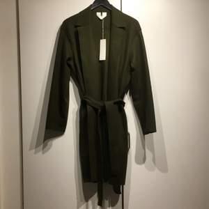 Helt ny o oanvänd jacka från arket! Storlek 36, 100% wool!! Orginal pris: 1750kr