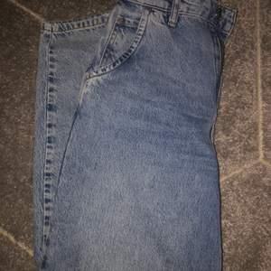 Dessa byxor vill jag bli av med snabbt för dom bara tar plats i garderoben o har endast använt dom en gång. Nypris 400kr