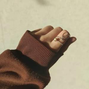 Handgjord ring som kostar bara 18kr/st Eller två för 25! Gjord av äkta sötvattenpärla🥰 skicka pm om du är intresserad