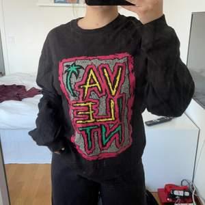 Snygg långärmad tröja från Vailent 😍 köpt secondhand och tror det är en herrmodell M, men sitter snyggt på mig som normalt har S