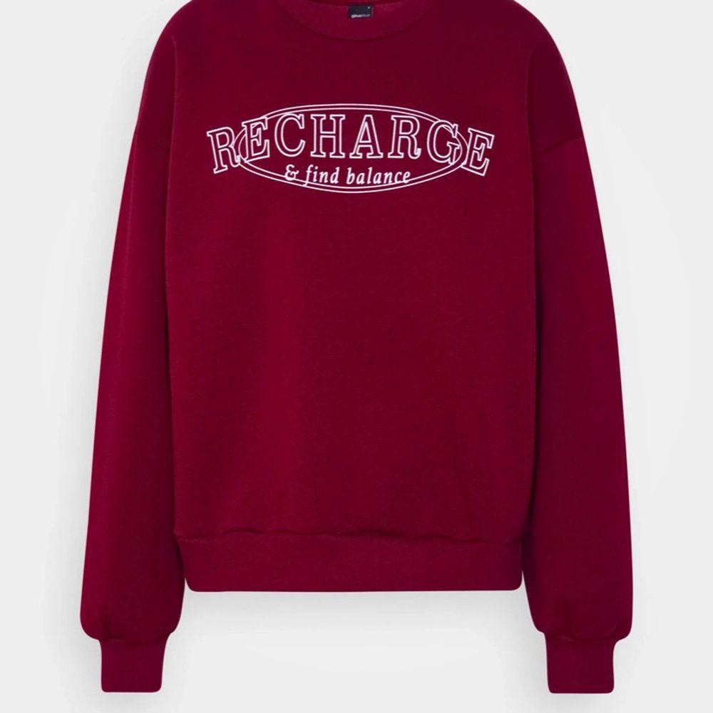 Superfin sweatshirt i röd! 200kr + 70kr för frakt 💕🙌🏽. Tröjor & Koftor.