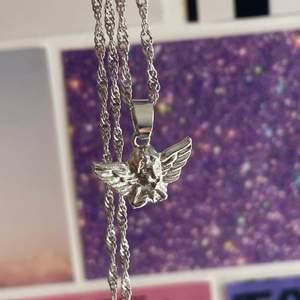 gulligt och edgy halsband med en cherub👼🏼👼🏼👼🏼 aldrig använt