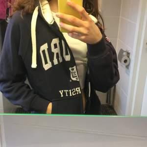 Oxford University zip up hoodie! Köpt i London. Storlek M men passar även S. Om många är intresserade blir det budgivning. Bra skick!