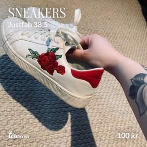 Söta sneakers i fint skick från just fab.