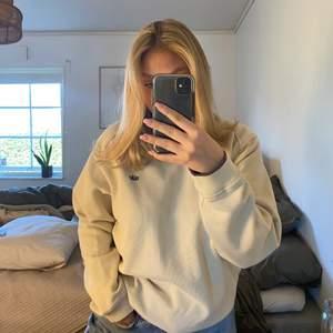 Säljer nu min mammas gamla vintage Nike sweatshirt, superfint skick i storlek M, frakt tillkommer 💕