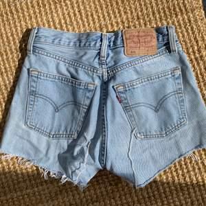 Levis shorts köpte second hand förra sommaren. Superfina men tyvärr för små för mig nu. Frakt tillkommer 💕