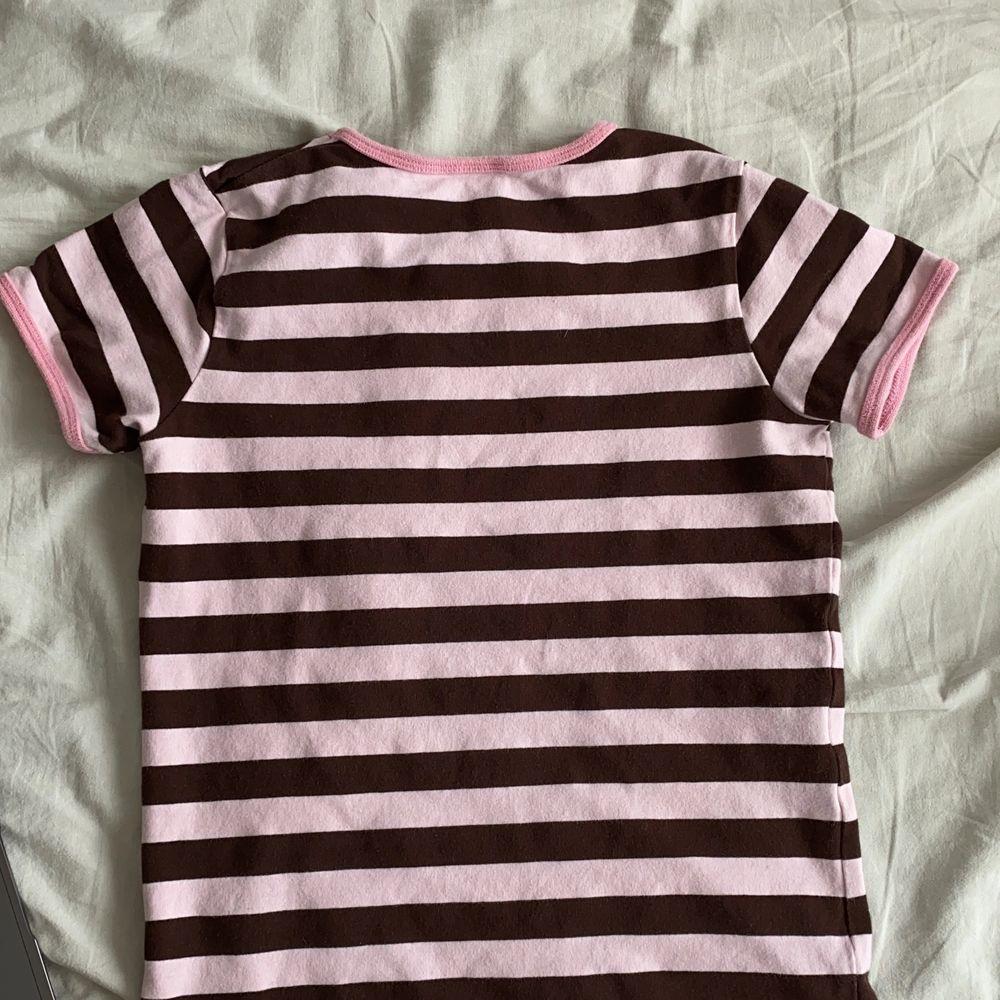 Jätte söt babytee som knappt har använts!! Tajt på mig som oftast har xs/s. T-shirts.