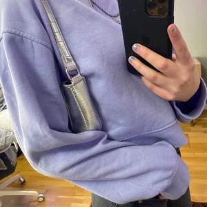 En vanlig ljusblå/ ljuslila sweatshirt från zara i stl M💕💕