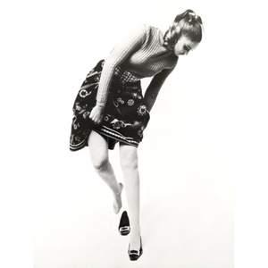 Patent leather svarta skor, väldigt fina och i bra skick! På första bilden är Gigi Hadid med likadana skor. De här vackra skor går bra att ha med jeans och andra byxor, långa eller korta klänningar, och passar alla tillfällen!! ✨🌄🌃 💖