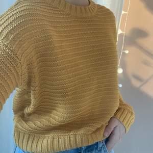Stickad tröja från hm's märke divided i storlek xs. Fint skick.