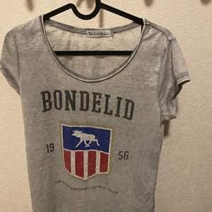 Bondelid t-shirt i storlek s säljes nytvättad finns i ljungdalen annars står köparen för frakt