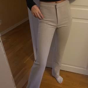 Dessa fräscha byxor köpte jag på weekday i storlek 36. Jag köpte dom för 500 kr.