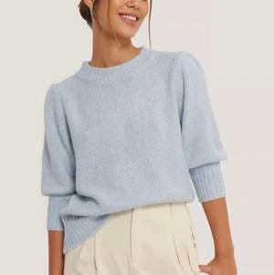 Short Puff Sleeve Knitted Sweater från nakd, slutsåld på hemsidan. Nyskick, köpare står för frakt! 💛