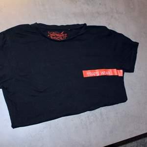 Go vintage t-shirt från trap Wear!                         Storlek M.                                                             Direkt pris: 45kr, Skriv buden till mig privat eller kommentera på bilden! Buda med minst 5kr varje gång ✨(Alla bud är välkomna)Köpare står för frakten (Du bestämmer vilket paket så länge det uppfyller vikt och storleks kraven)