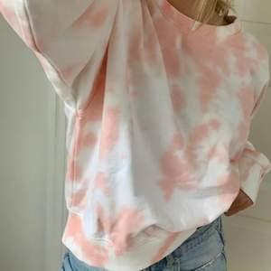 Jätte fin tröja med batik mönster från asos! Använd cirka 1 gång!!!