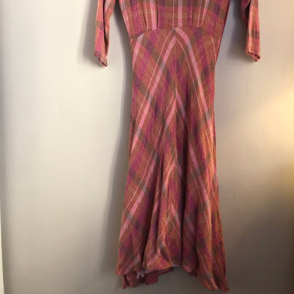 Super fin klänning sitter mycket snutt på kroppen. Storlek s. Klänningar.