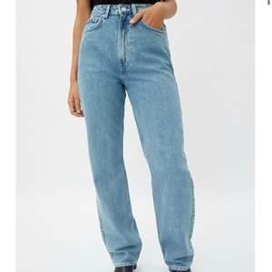 Säljer mina weekday jeans i modellen rowe, dom är i bra skick!