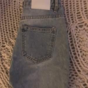 Helt oanvända jeans från missguided. Stl 34. Lapparna fortfarande kvar