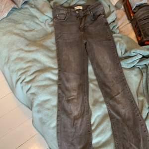 Nu säljer jag min fina bootcut jeans från Gina tricot då dom är alldeles för små för mig och varit det nu i några år.
