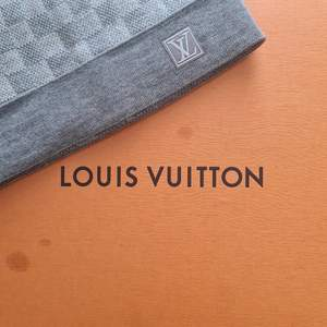 LOUIS VUITTON 99% wool, 1% elastane 25 x 21 cm (Length x Width)