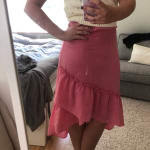 Säljer denna fina kjol som tyvärr inte längre passar:(. Använd få gånger