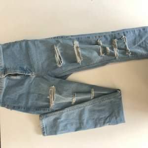 Ett par väldigt stretchiga jeans som tyvärr blivit för små för mig, dom e skinny jeans och känns som leggins, dem är otroligt sköna. köparen står för frakt. Köpte den i usa på en popup affär, nypris var 800kr