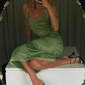 Intressekoll på House of sunnys ikoniska Hockney klänning. Helt ny med prislapp kvar. Nypris: ca. 1100kr. Kom med prisförslag! 💚 (första bilden är lånad).