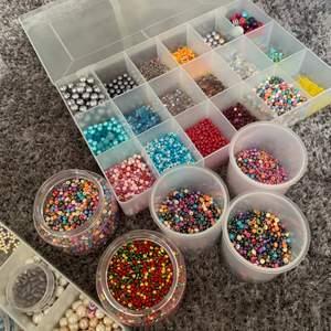 Finns fler och nya färger och pärlor för er som vill deesigna ett eget armband❤️❤️kolla i mitt flöde för fler pärlor å priser⚡️
