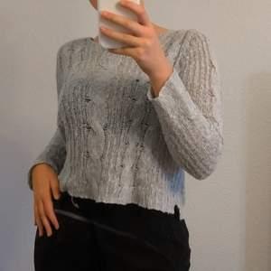 Grå/blå stickad tröja i strl M (jag är en S). Skriv ett pris som känns rimligt för dig vid intresse!! Hör av dig för fler bilder eller frågor!❤️
