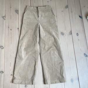 Säljer dessa Manchester byxor från Zalando älskar dom så mycket men siter inte bra på mej.kom privat för fler bilder och om ni har några frågor priset kan vi prata om. Om ni är intresserade 💗😊