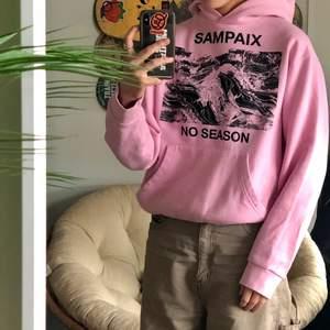 Fet hoodie från sampaix studios, storlek S passar bra på mig som är 165ish nypris ca 1000kr