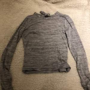 Tröja med öppen rygg och knyt, storlek xs, 100kr