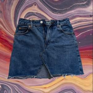 Minikjol från Topshop, säljer då jag gått upp en storlek
