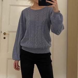 En jätte skön tröja från velour i storlek L. Den är ganska liten i storleken så passar även som mindre storlekar. 💕