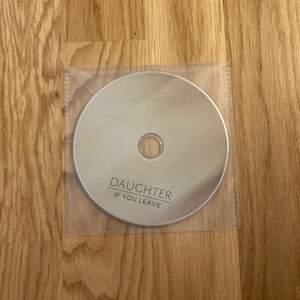 """Dauchters album """"If you leave"""" på CD. Skivan kom tillsammans med samma album på vinyl, därav inget fodral. Perfekt skick. Köparen betalar frakt."""