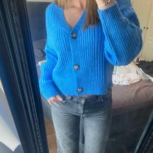 Blå stickad tröja med lappen kvar! Enbart testad💙 399 på hemsidan