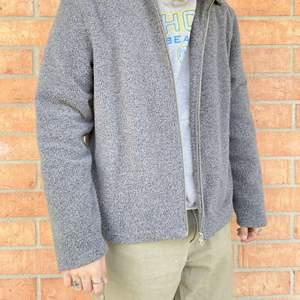 Weekday skjorta i fleece matrial. Storlek M. Pris 150 + frakt. Perfekt overshirt och superskön.