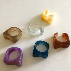 Säljer dessa ringar för 15kr styck ❣️⚡️💓 eller 2 för 25) köpare står för 12kr frakt