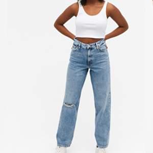 söker dessa jeansen, i strlk 26. I bra skick.