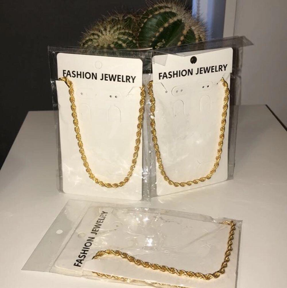 Nya cordell halsband 60 cm. Undvik vatten, kan frakta om köparen står för priset. Ett halsband för 100 kr. Accessoarer.