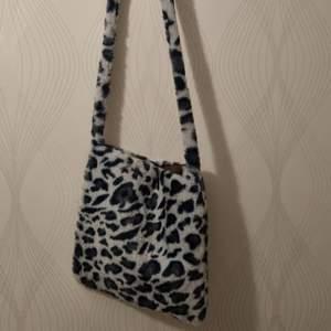 Leopard print väska från shein