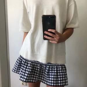 Jättefin kjol dom inte kommer till användning(aldrig använd bara testad). Storlek xs men passar s och m💕💕 högsta bud ❌200kr❌
