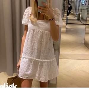 Säljer denna helt oanvända klänning. Helt slutsåld, startbud 100kr❤️