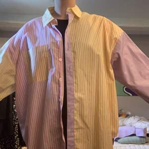 Säljer denna superpopulära skjorta från asos! Så fina färger och en oversized fit😩🙌🏻 storlek 40 men somsagt oversized. Säljer för 200kr + frakt🤠🤍
