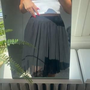 Jättefin kjol från Nakd säljer pågrund utav att den inte kommer till användning