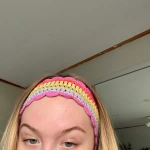 jätte gulligt virkat hårband ✨
